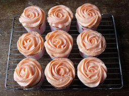 Copper Spoon Cakery Grapefruit and Prosecco Cupcakes